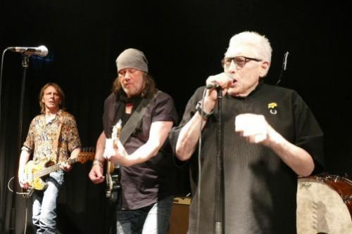 "Hamburg Blues Band und ""The Voice"" Chris Farlowe rockten im KJK Sandgasse"